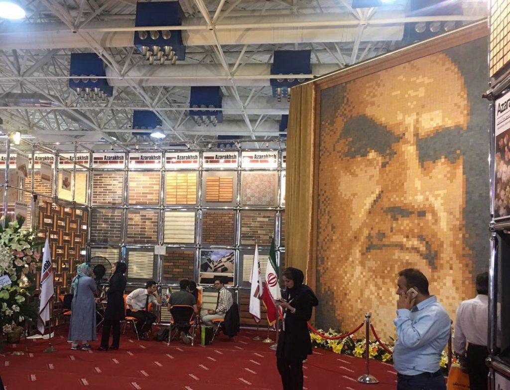 رونمایی از بزرگ ترین تمثال چهره امام خمینی (ره) در شانزدهمین نمایشگاه صنعت ساختمان