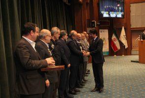 آذرخش برگزیده چهاردهمین همایش تولید ملی افتخار ملی