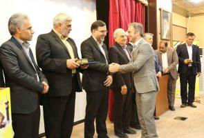 تقدیر از گروه بین المللی آذرخش به مناسبت روز بزرگداشت صنعت و معدن استان قم
