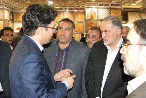 بازدید رئیس کمیسیون عمران مجلس از غرفه شرکت آجرنسوز آذرخش