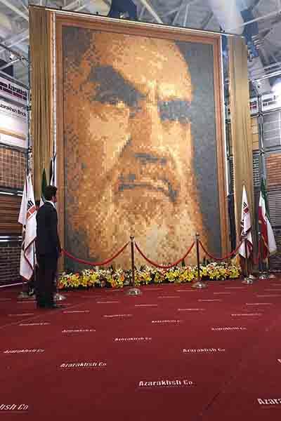 آذرخش از بزرگ ترین تمثال چهره امام خمینی (ره) رونمایی کرد