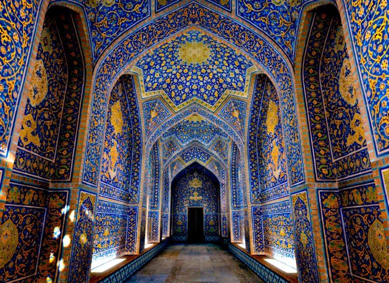 بنای آجری مسجد شیخ لطف الله در اصفهان