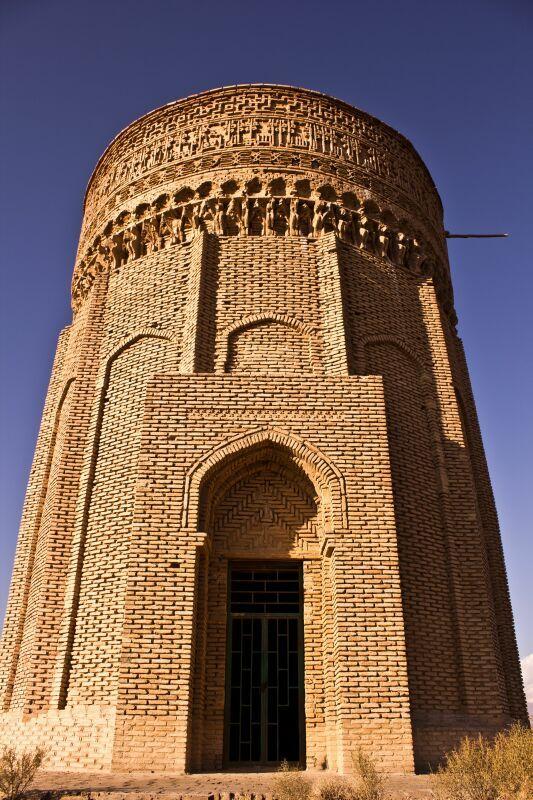 بنای آجری برج مهماندوست دامغان