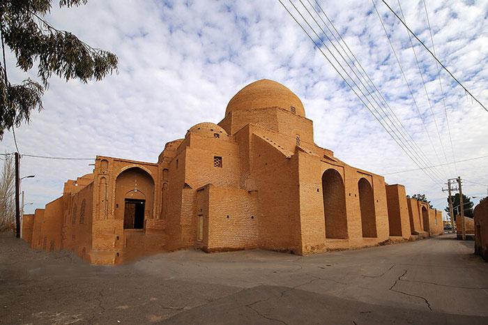 مسجد جامع اردستان نمونه معماری آجری و آجرکاری دوران سلجوقیان