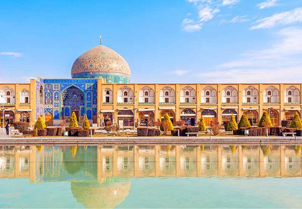 مسجد شیخ لطف الله نمونهای از معماری آجری ایرانی