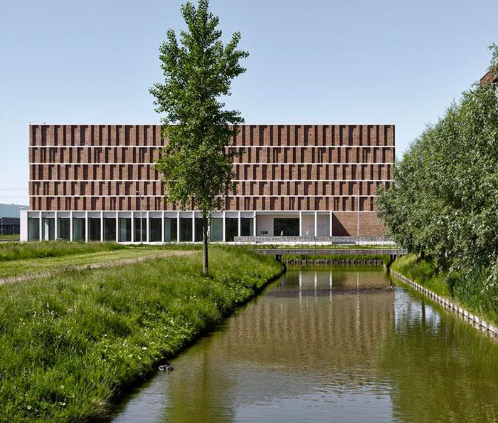 ساختمان بایگانی شهر دلفت برنده مسابقه معماری آجری وینربرگر 2020