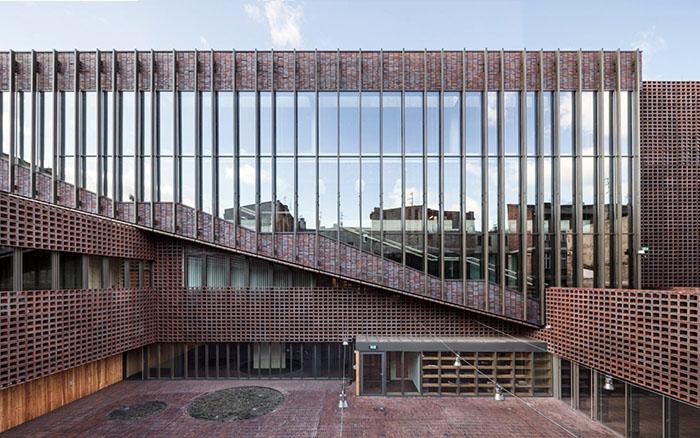 نمایی از دانشگاه سیلسیا از برندگان مسابقه معماری آجری وینربرگر 2020