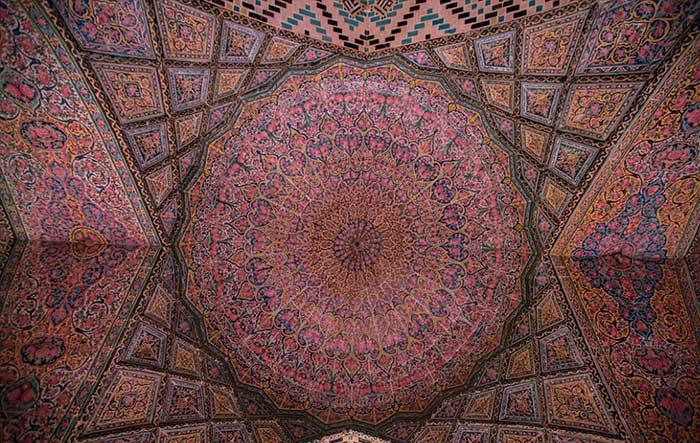 نمایی از مسجد نصیرالملک شیراز مسجدی زیبا در معماری ایرانی