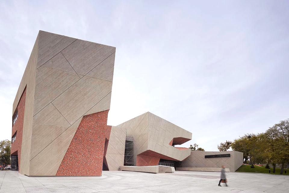 معماری آجری سالن جوردانکی در لهستان